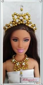 Golden jewelry set with diamond-like stones