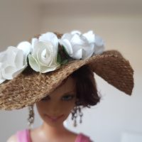 Burlap hat with white roses