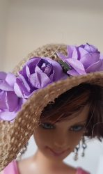 Burlap hat with lilac roses